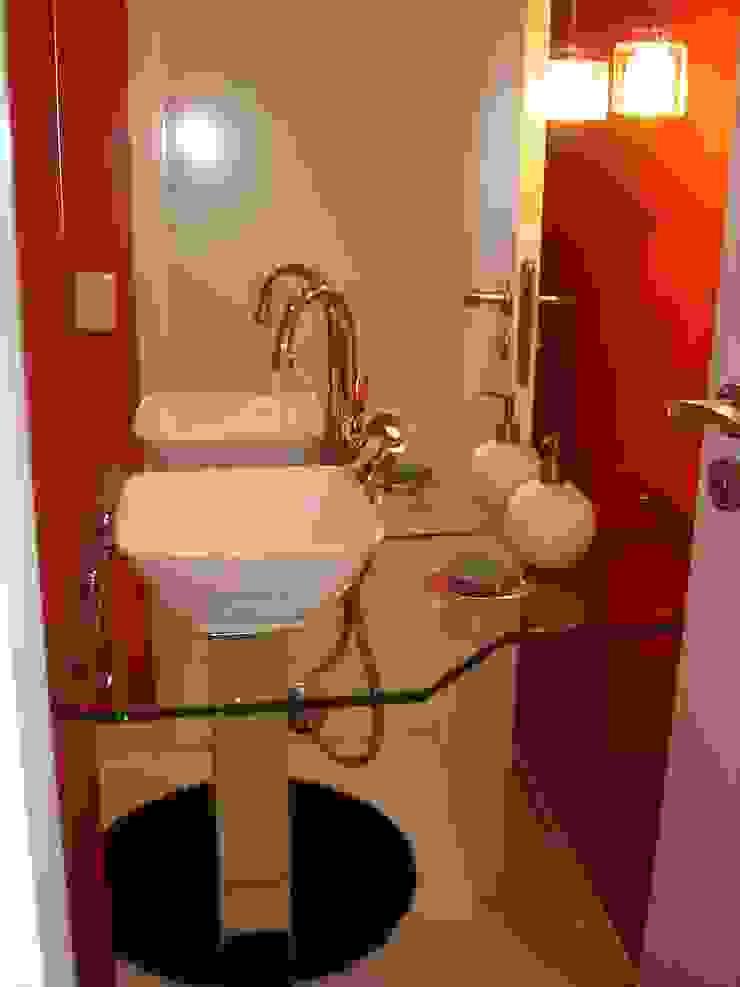 Apartamento para jovem rapaz Banheiros modernos por Lucia Helena Bellini arquitetura e interiores Moderno