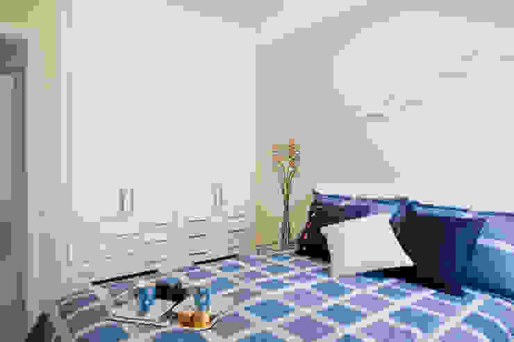 Apartamento para jovem rapaz Quartos modernos por Lucia Helena Bellini arquitetura e interiores Moderno
