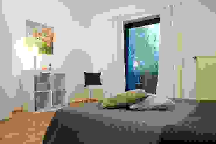Schlafzimmer nachher von Raumpraesenz-Homestaging Landhaus