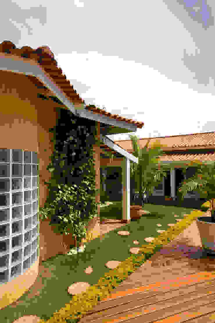 Landelijke huizen van Lucia Helena Bellini arquitetura e interiores Landelijk