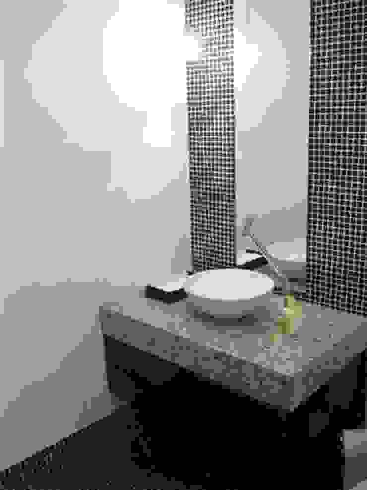 Casas de banho modernas por Lucia Helena Bellini arquitetura e interiores Moderno