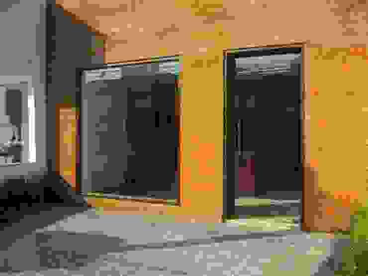Casas modernas por Lucia Helena Bellini arquitetura e interiores Moderno
