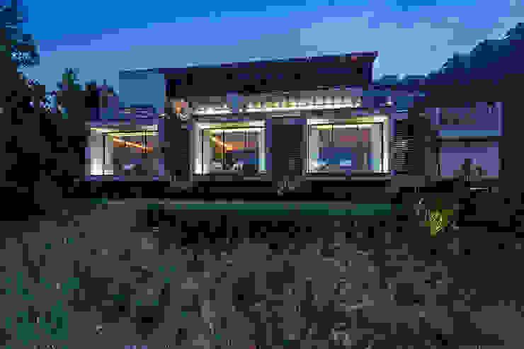 CASA RR BURO ARQUITECTURA Casas modernas Concreto