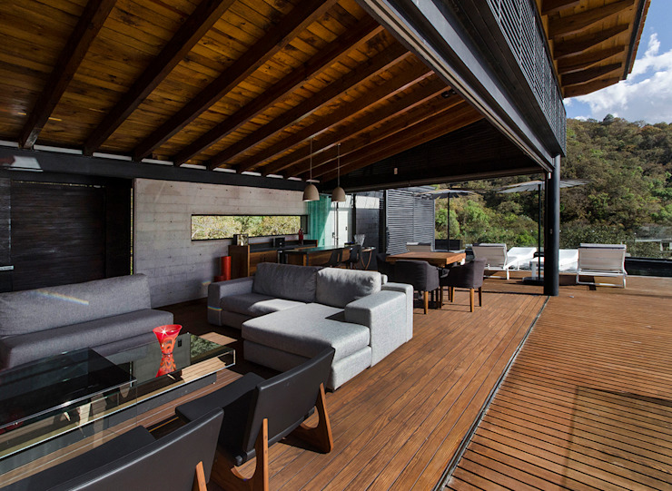 CASA RR BURO ARQUITECTURA Balcones y terrazas modernos