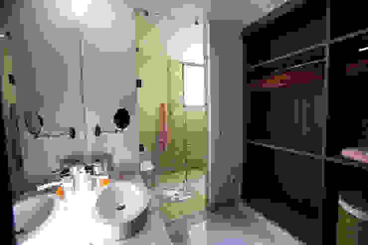 Interiorismo para residencia en Altozano Morelia Baños modernos de Dovela Interiorismo Moderno