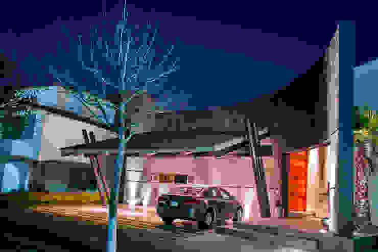 FACHADA PRINCIPAL Casas modernas de GRUPO VOLTA Moderno