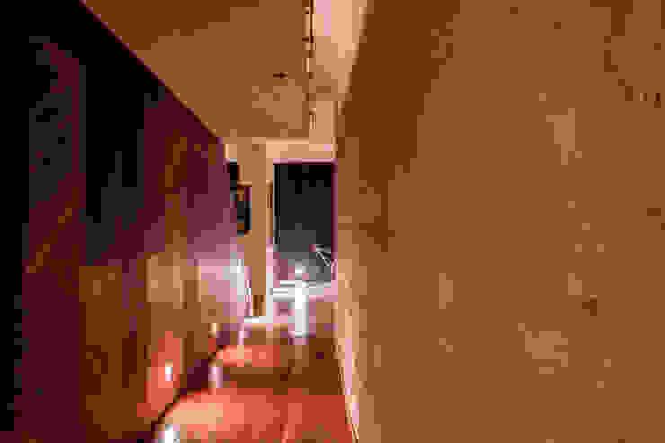 الممر الحديث، المدخل و الدرج من GRUPO VOLTA حداثي