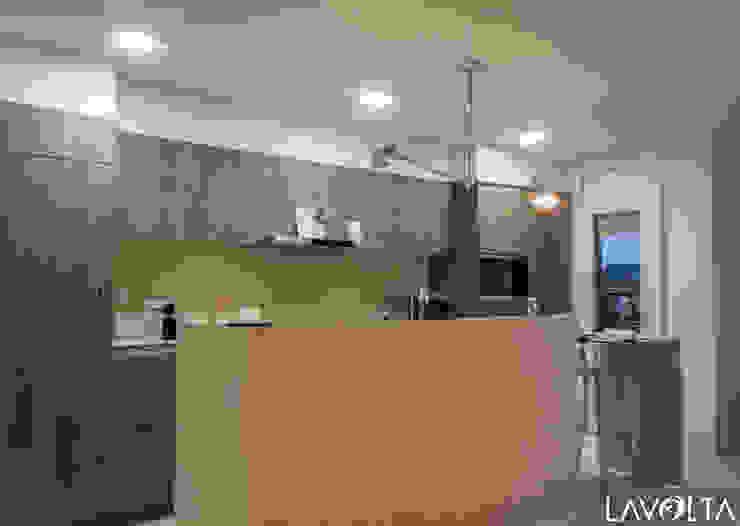 Moderne Küchen von Lavolta Modern Holz Holznachbildung