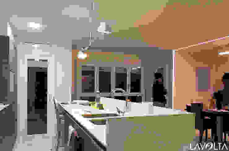 Moderne Küchen von Lavolta Modern