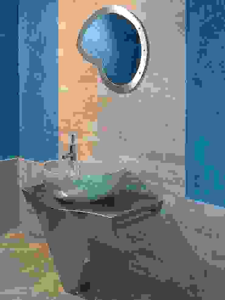 Washbasin in marble Cappuccino, mod. Nautilus CusenzaMarmi Baños de estilo moderno Mármol Beige