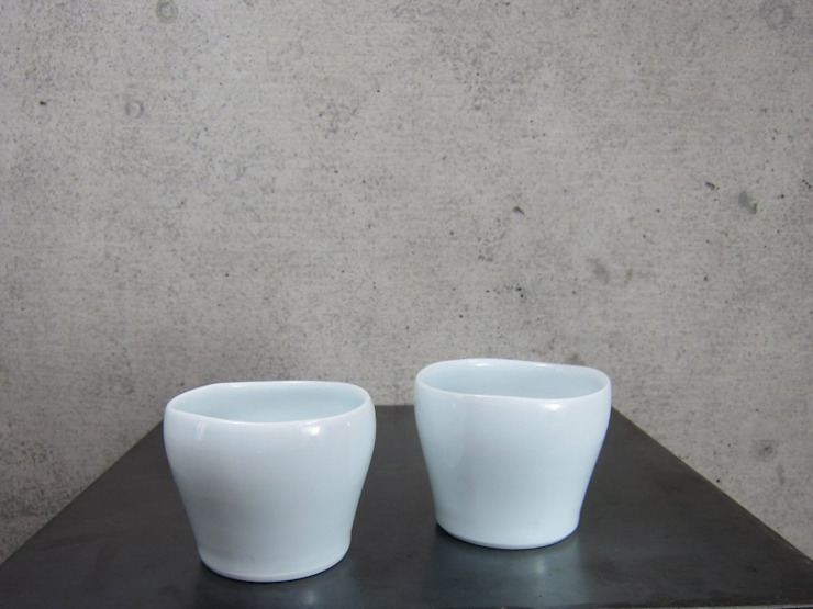 青白磁 free cup : studio詩器が手掛けた現代のです。,モダン 磁器