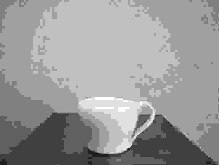 青白磁 mug cup: studio詩器が手掛けた現代のです。,モダン 磁器