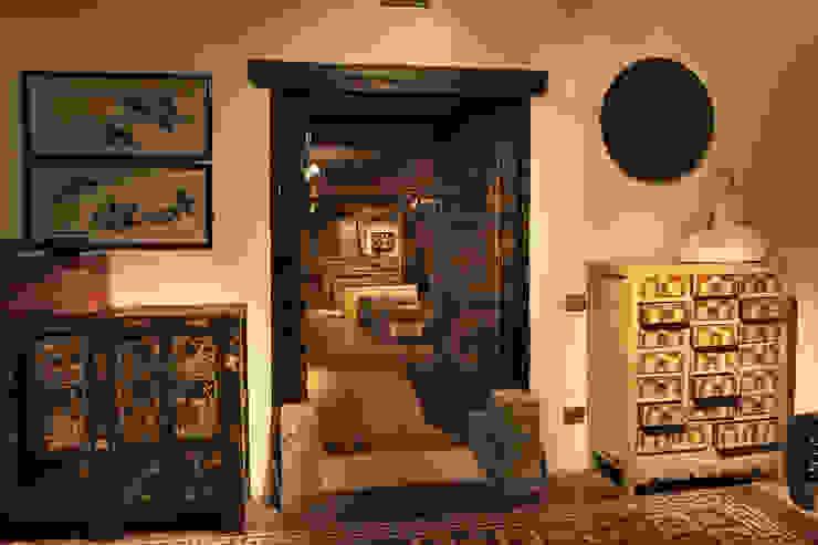 Sala nobile Thais s.r.l Soggiorno in stile asiatico Legno Ambra/Oro