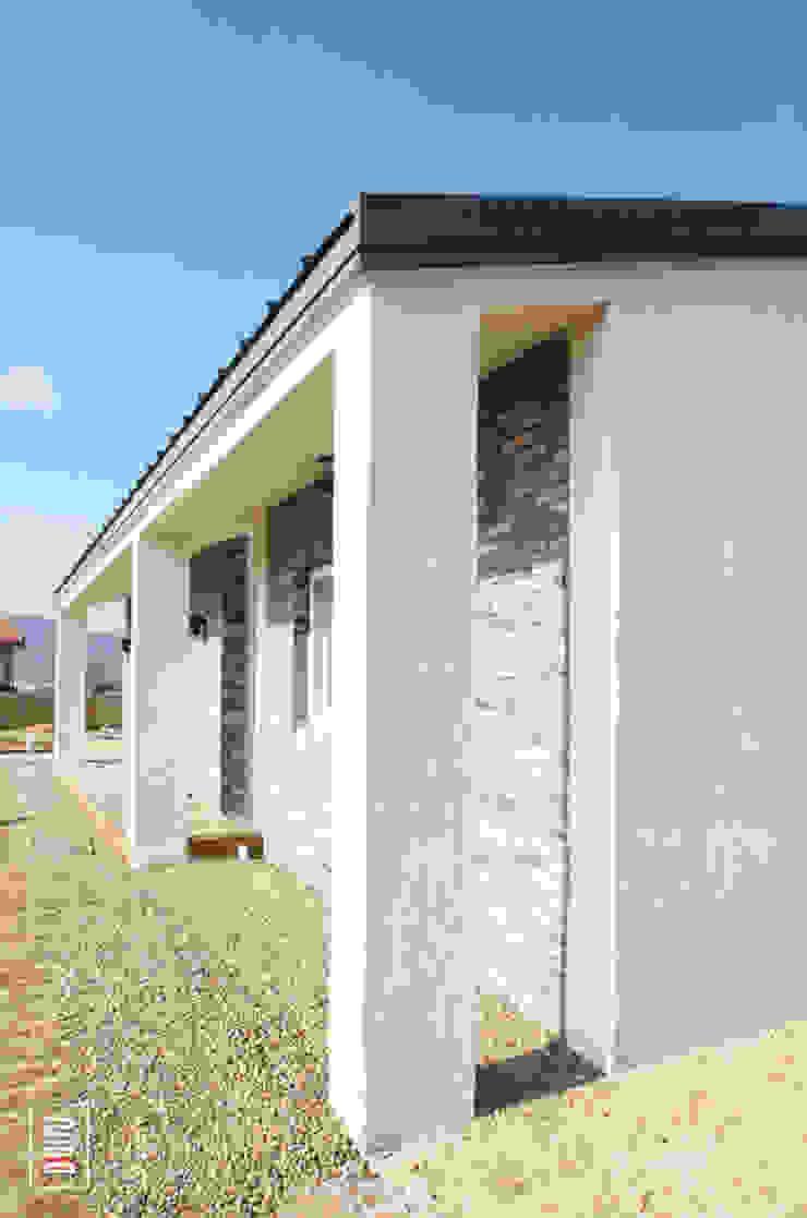 두상자 집 모던스타일 주택 by 로움 건축과 디자인 모던