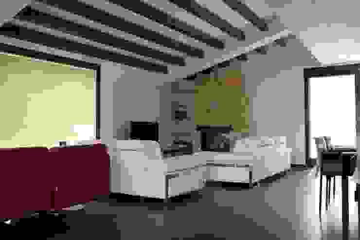 Giuseppe Rappa & Angelo M. Castiglione Salones de estilo moderno Cerámico Blanco
