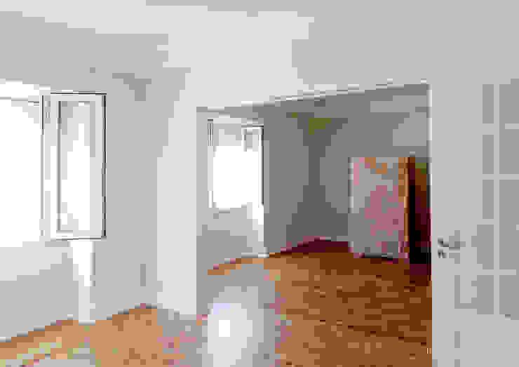 Remodelação de apartamento na Av. de Madrid por Esfera de Imagens Lda