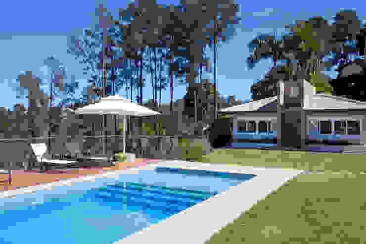 Modern pool by Samy & Ricky Arquitetura Modern