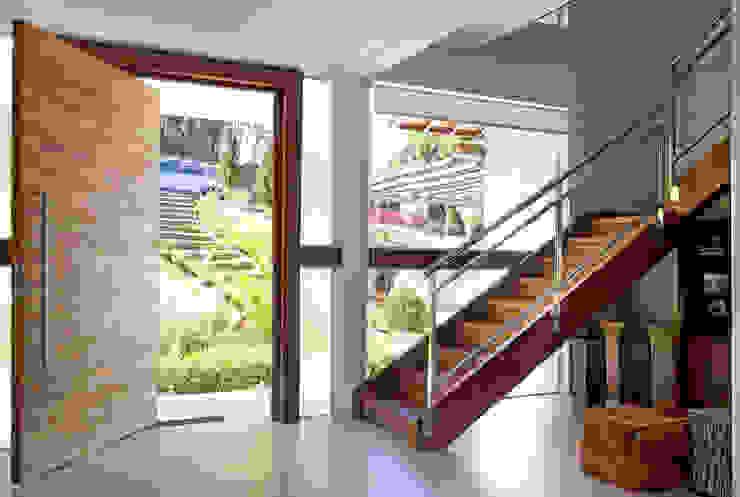 Moderne woonkamers van Samy & Ricky Arquitetura Modern