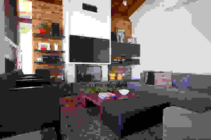 Samy & Ricky Arquitetura Modern living room