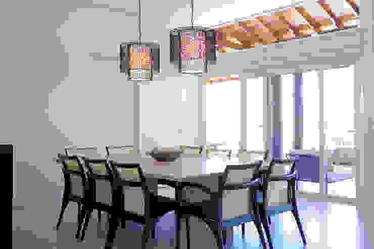 Modern dining room by Samy & Ricky Arquitetura Modern