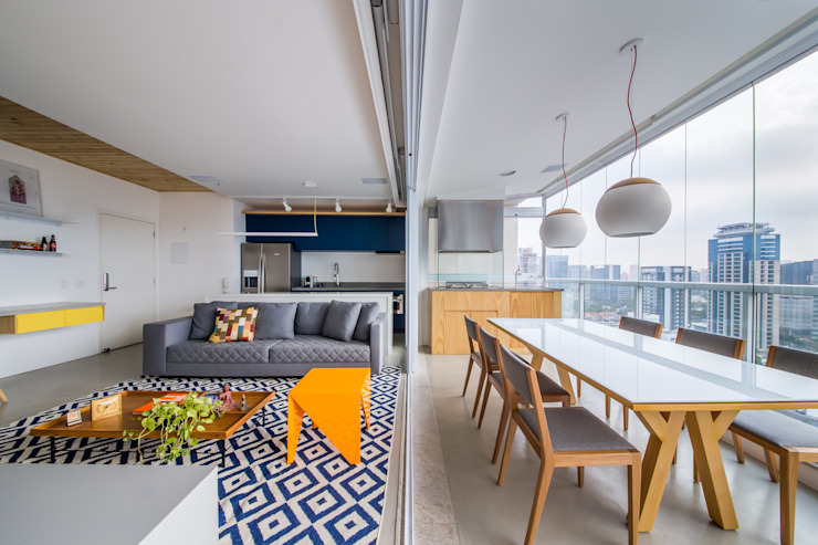 Moderne woonkamers van Casa100 Arquitetura Modern