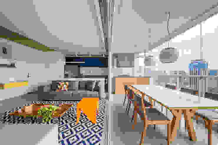 Modern living room by Casa100 Arquitetura Modern