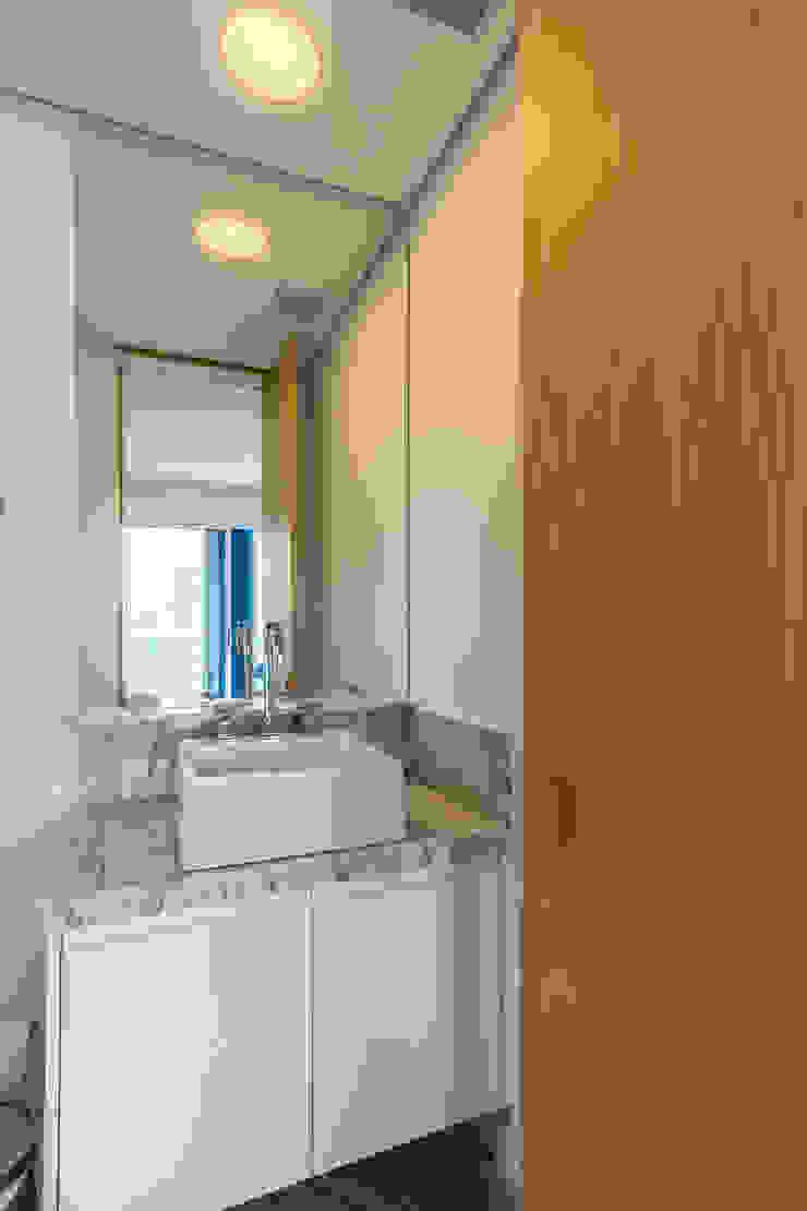 Modern bathroom by Casa100 Arquitetura Modern