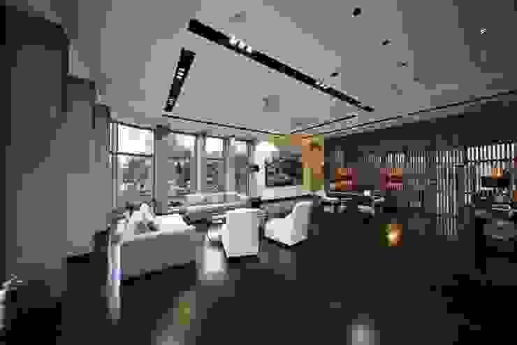 Kerim Çarmıklı İç Mimarlık Salas de estilo moderno