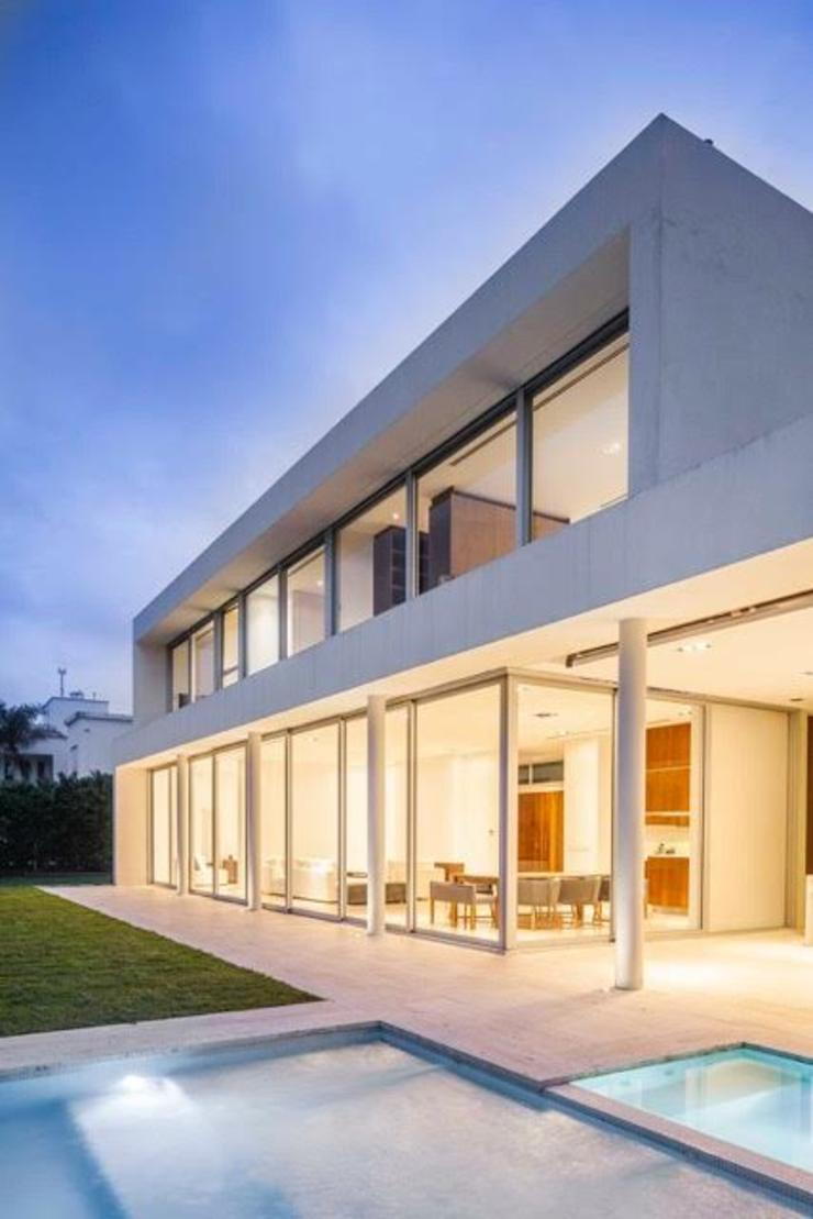 Modern Houses by Aulet & Yaregui Arquitectos Modern