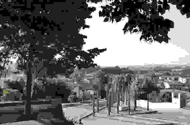 Memorial aos Combatentes da Guerra do Ultramar Jardins modernos por OAC Arquitectos Moderno