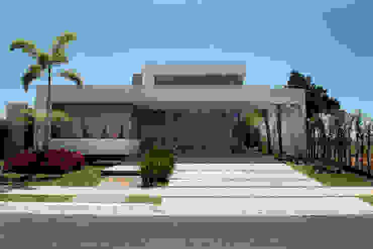 منازل تنفيذ Camila Castilho - Arquitetura e Interiores, حداثي خشب Wood effect