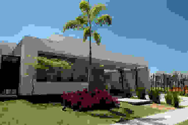 Casas de estilo  por Camila Castilho - Arquitetura e Interiores, Moderno Madera Acabado en madera