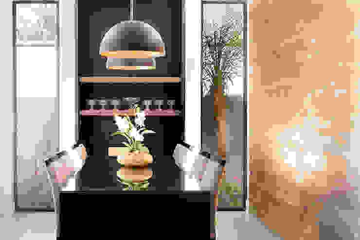 Sala da pranzo moderna di Camila Castilho - Arquitetura e Interiores Moderno