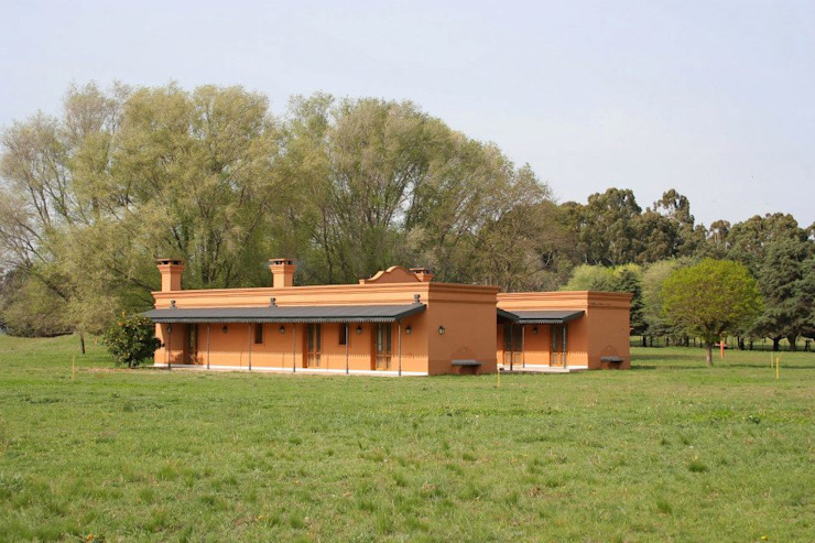 Country style house by Aulet & Yaregui Arquitectos Country
