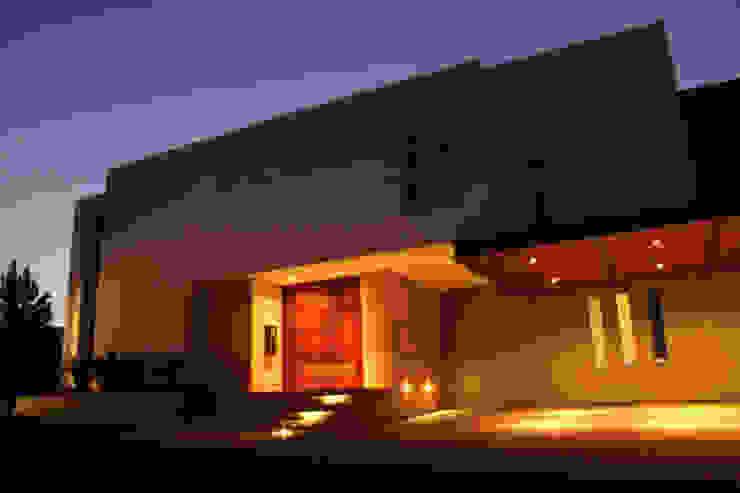 PRIVADA MIRAMAR Casas modernas de GRUPO VOLTA Moderno