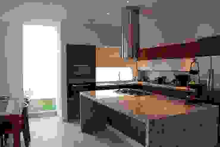 GRUPO VOLTA Moderne Küchen