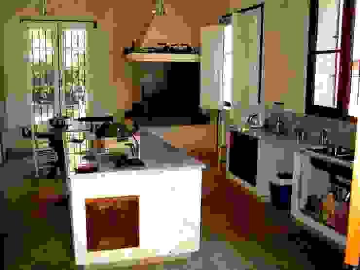 Von Neufforge Cocinas coloniales de Aulet & Yaregui Arquitectos Colonial