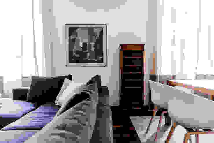 Modern living room by Galleria del Vento Modern
