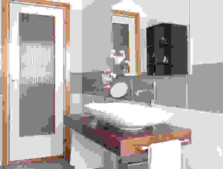 Nowoczesna łazienka od Ilaria Mora Nowoczesny