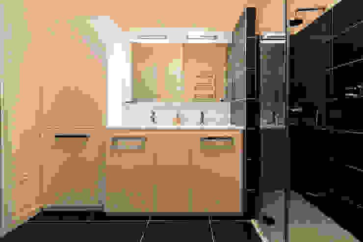 Appartamento Residenziale - Cernobbio 2015 Bagno moderno di Galleria del Vento Moderno