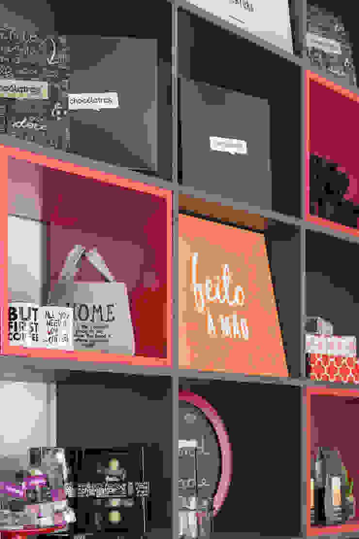 Detalhes da estante Espaços comerciais modernos por Studio Cinque Moderno