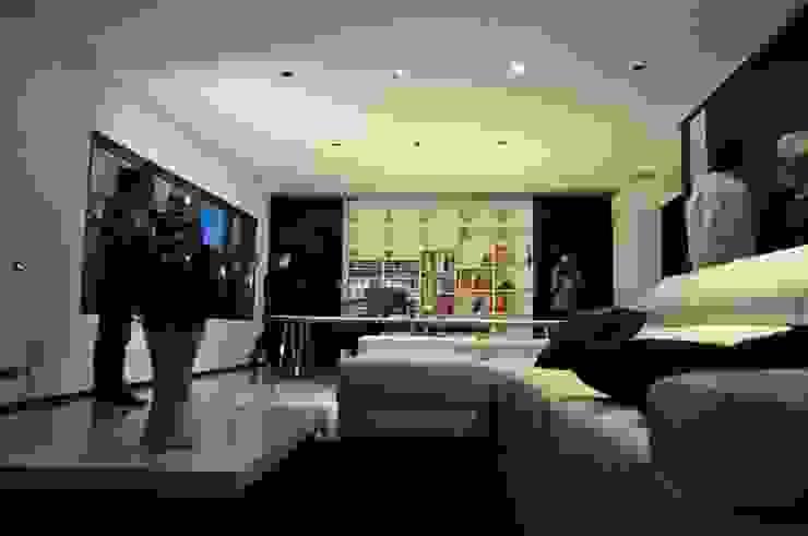Casa Atouguia Salas de estar minimalistas por Escala Absoluta Minimalista