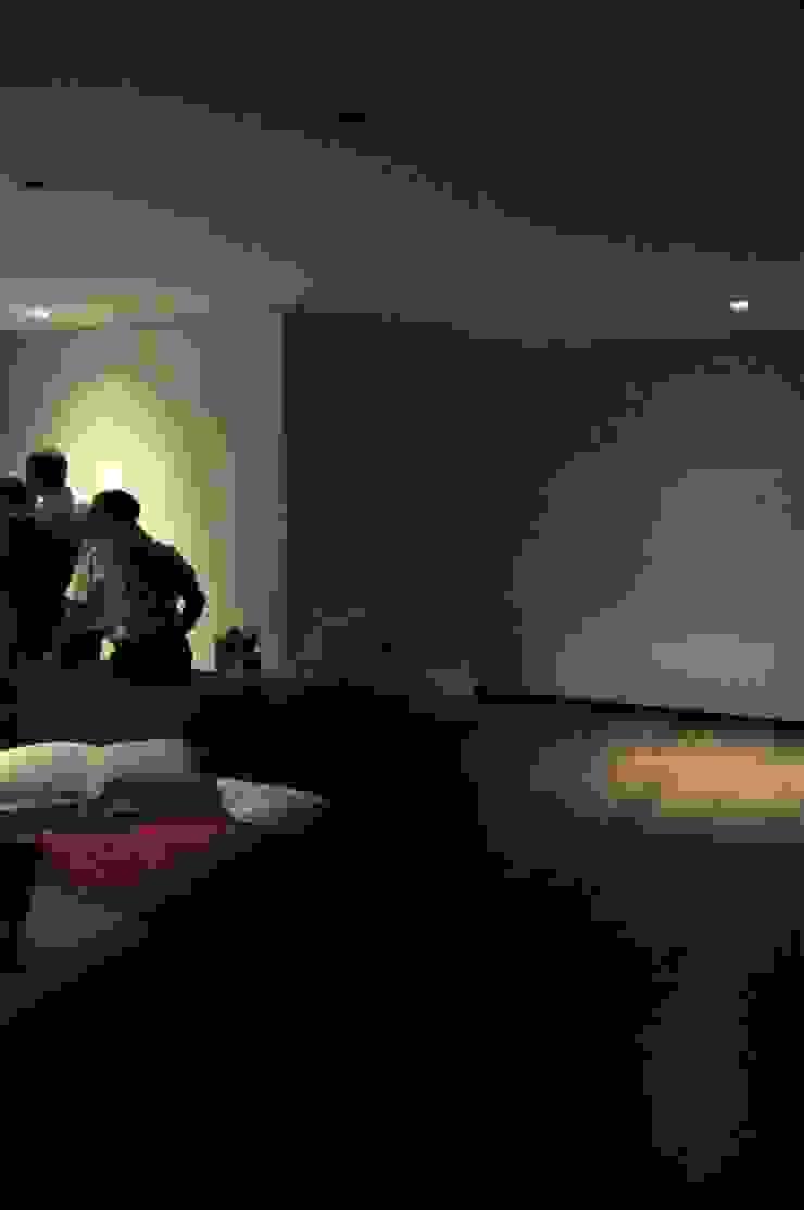 Casa Atouguia Quartos minimalistas por Escala Absoluta Minimalista
