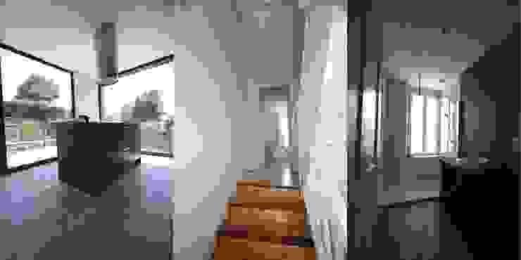Balcones y terrazas modernos de Trace & Associes architecture et architecture d'intérieur Moderno
