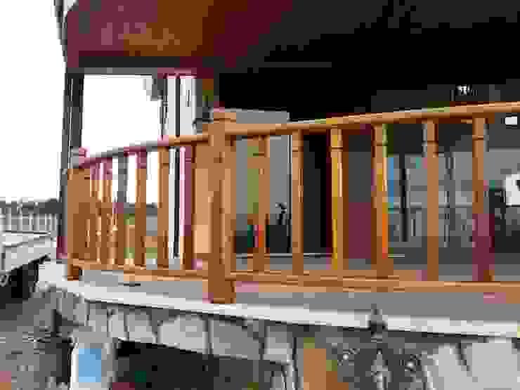 Erim Mobilya Balkon, Beranda & Teras Gaya Country Parket Wood effect