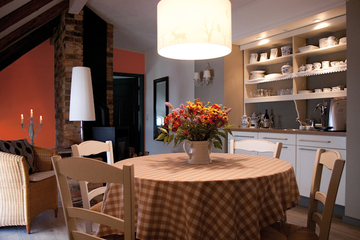 Country style dining room by Büro Köthe Country