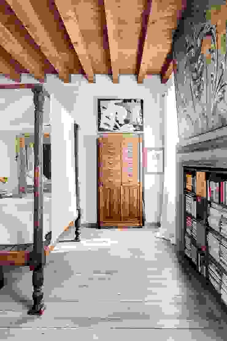 Residenza di campagna Camera da letto coloniale di Studio Maggiore Architettura Coloniale
