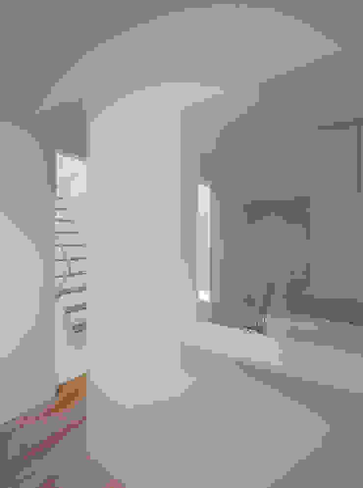 黒髪町の家 モダンデザインの リビング の 一級建築士事務所ヒマラヤ(久野啓太郎) モダン