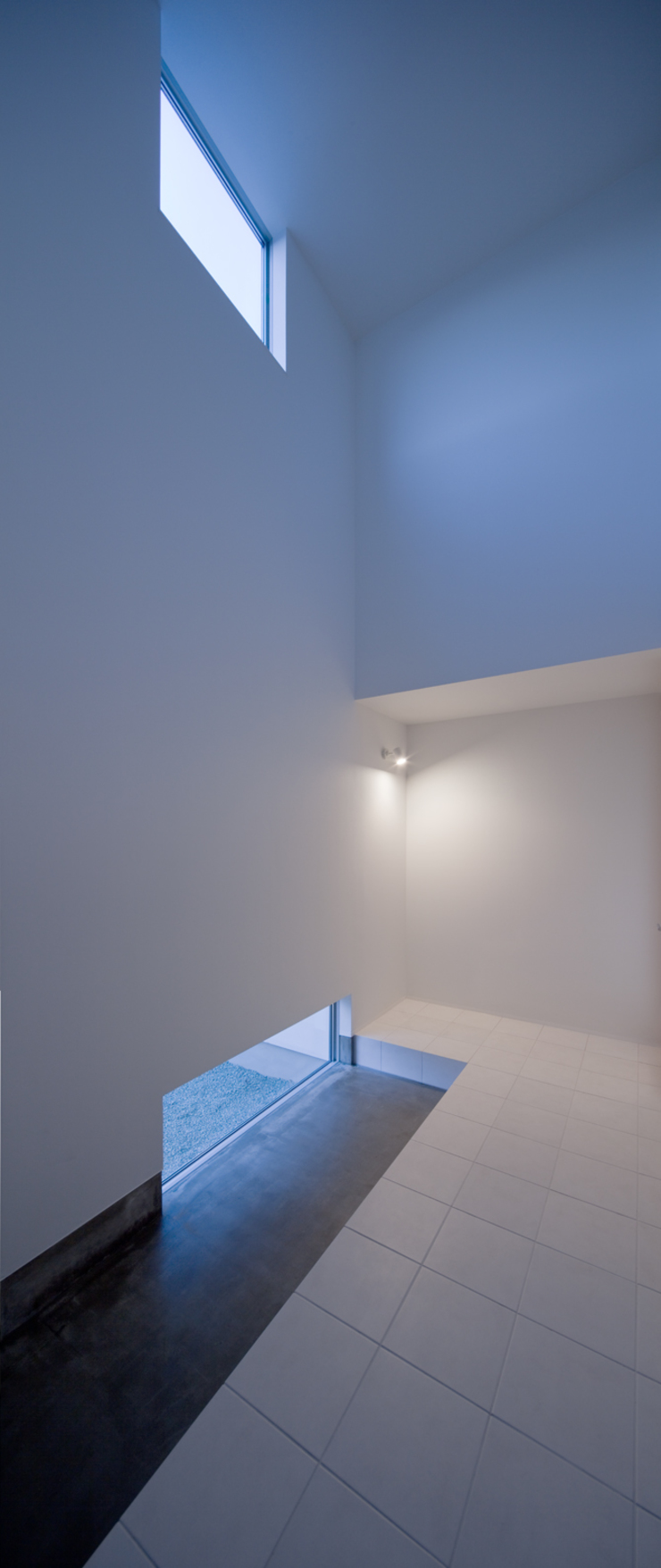 黒髪町の家 モダンスタイルの 玄関&廊下&階段 の 一級建築士事務所ヒマラヤ(久野啓太郎) モダン