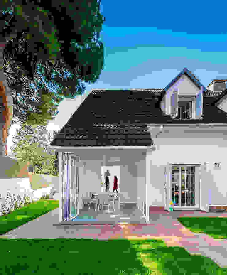 Casas modernas por 08023 Architects Moderno